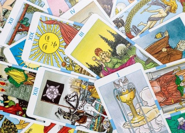 Diversas cartas de tarô