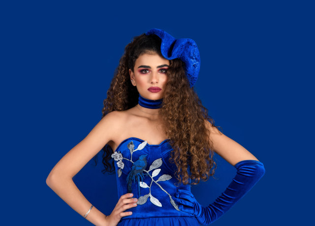 woman wearing blue sweetheart neckline tube dress