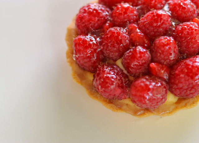 strawberry fruit on white ceramic plate