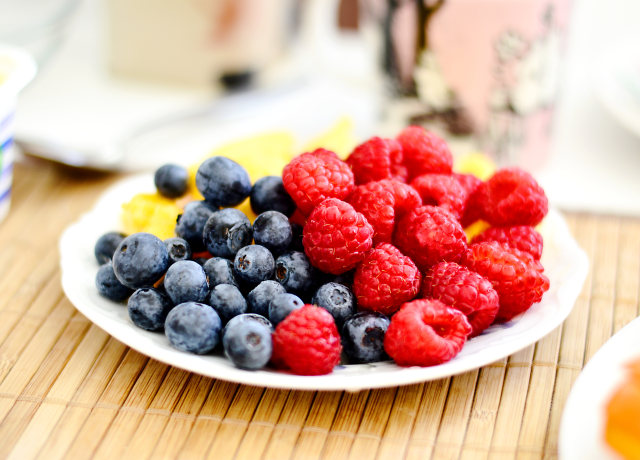 strawberries and blue berries on palte