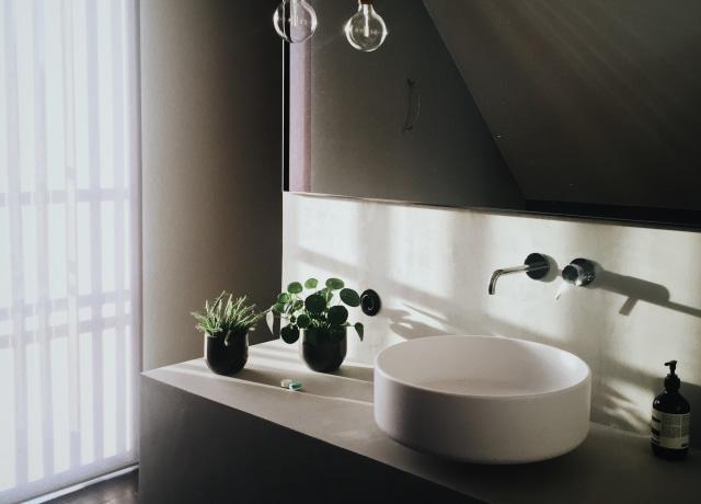 round white ceramic sink