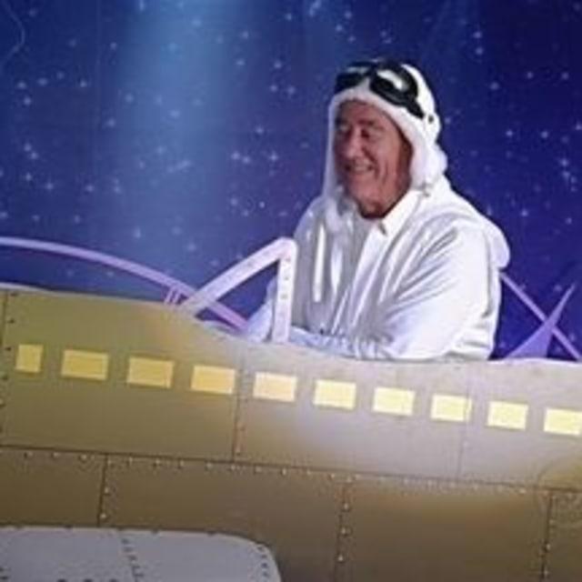 Didi pilotando um avião