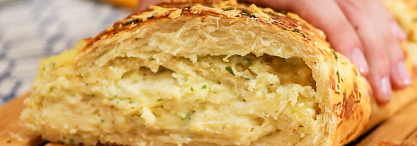 Essa receita de pão de alho é perfeita para quem nunca fez pão