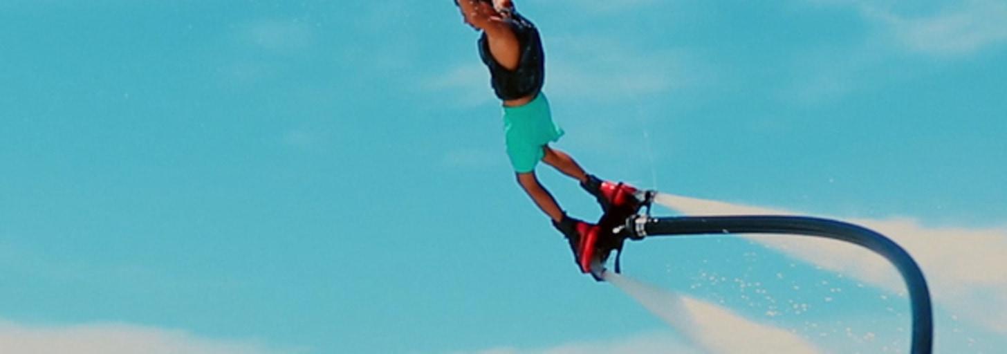 Conheça o flyboard, esporte perfeito para você se refrescar