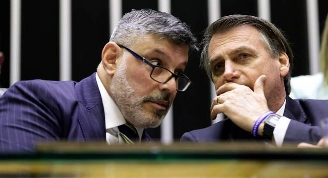 Bolsonaro cochichando com Frota