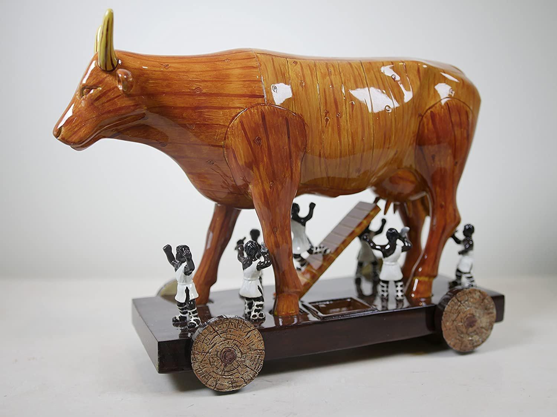 Escultura de um cavalo de tróia em formato de touro