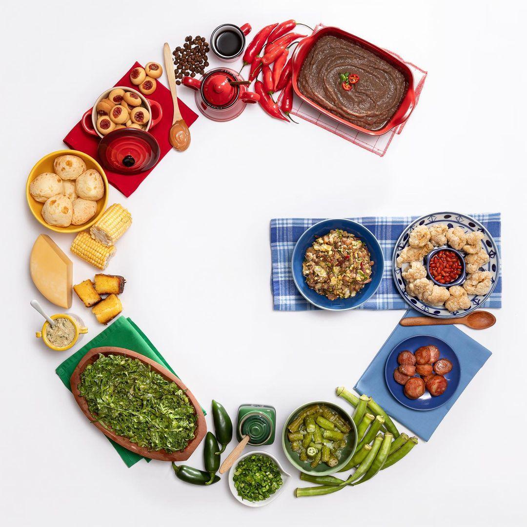 Pratos de comida brasileira formando o G do Google