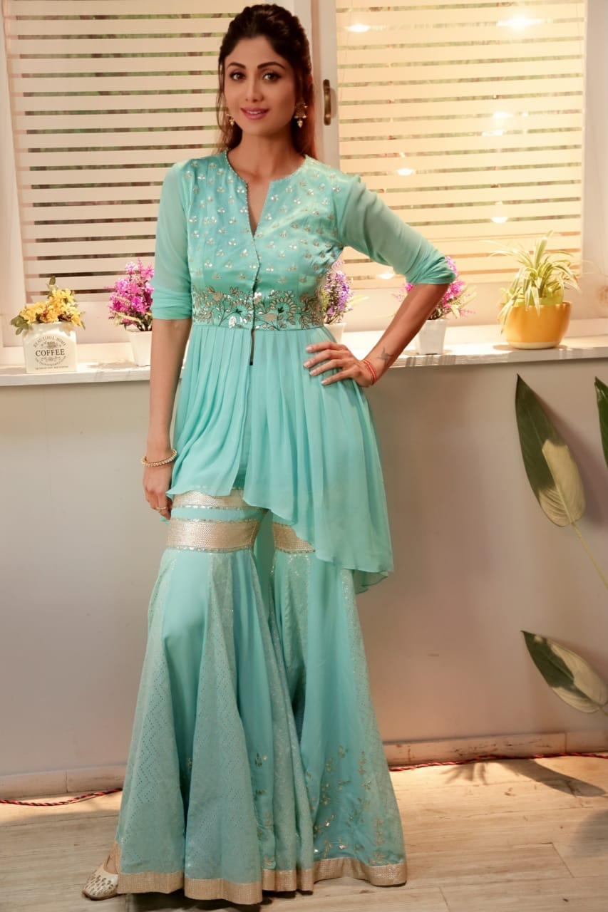 Shilpa Shetty Kundra wearing Devnaagri