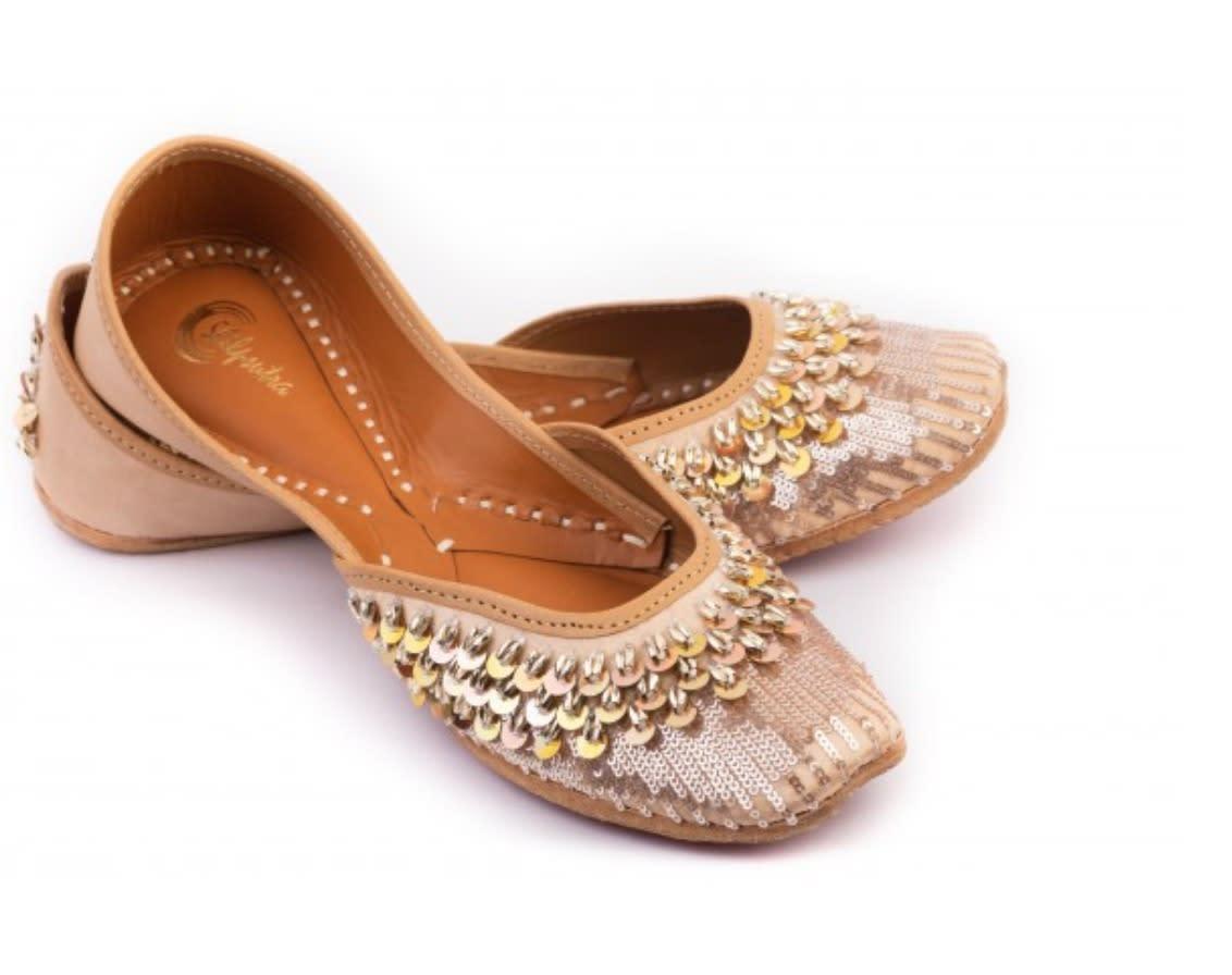 Karishma Tanna wearing Devnaagri & Shilpsutra (2)