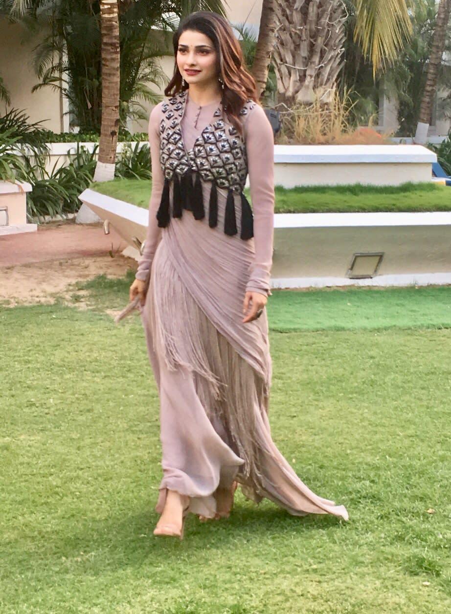 Prachi Desai wearing Ridhi Mehra (2)