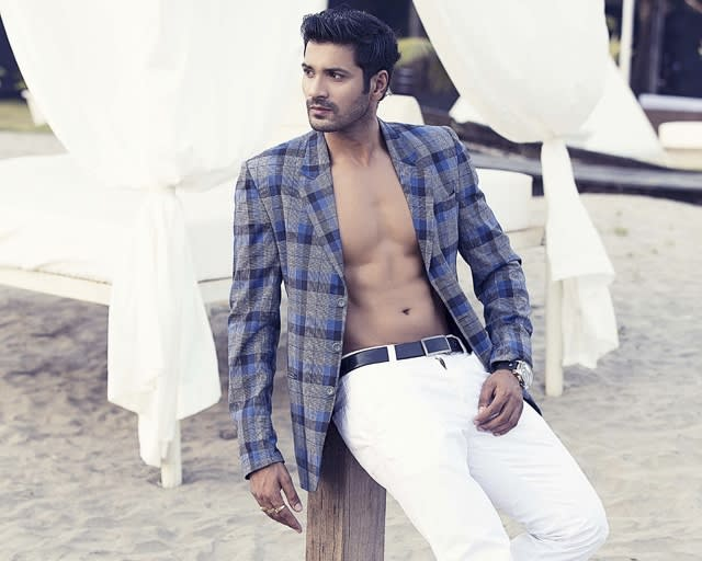 mrunal-gives-that-perfect-pose-during-his-photoshoot