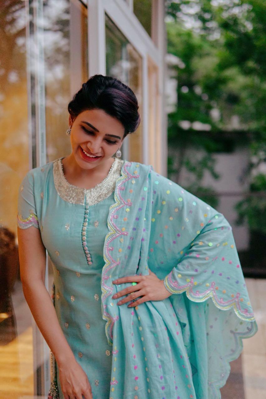 Samantha Prabhu wearing Sukriti & Aakriti (2)