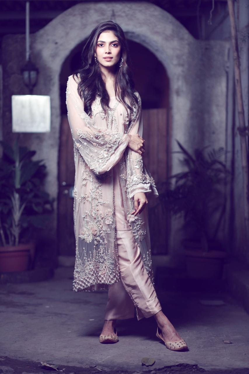Malavika Mohanan wearing ElanXVesimi, Joolry & Shilpsutra (1)