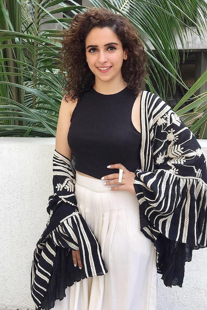 Sanya Malhotra wearing Varq by Varun & Nidhika-3