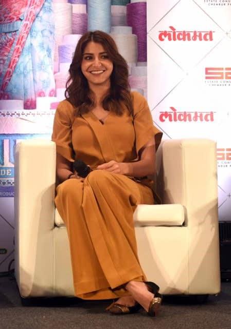 Anushka Sharma wearing Lola by Suman B (1)