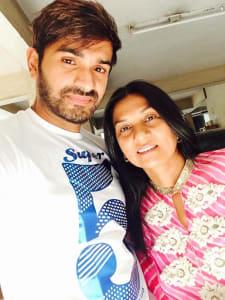 mrunal-jain-with-mother-vidhya-jain-2-1