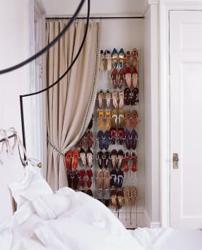 shoe rack to the wall
