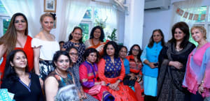 Hosts of the Afternoon Aromatherapist Dr. Blossom Kochhar and Dr. Meenu Walia with the Cancer survivors and Delhi based celebrities