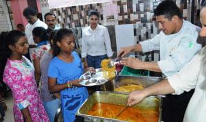 radisson-blu-paschim-vihar-team-celebrated-raksha-bandhan-with-balvihar-orphanage-4