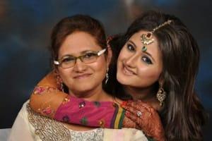 rashami-desai-with-mother-rasila-desai-1