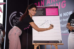 jacqueline-fernandez-brand-ambassador-the-body-shop-signing-the-petition-forever-against-animal-testing-camopaign