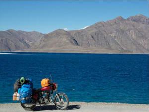 bike-on-pangong-lake1