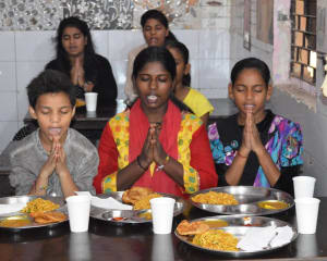 radisson-blu-paschim-vihar-team-celebrated-raksha-bandhan-with-balvihar-orphanage-7