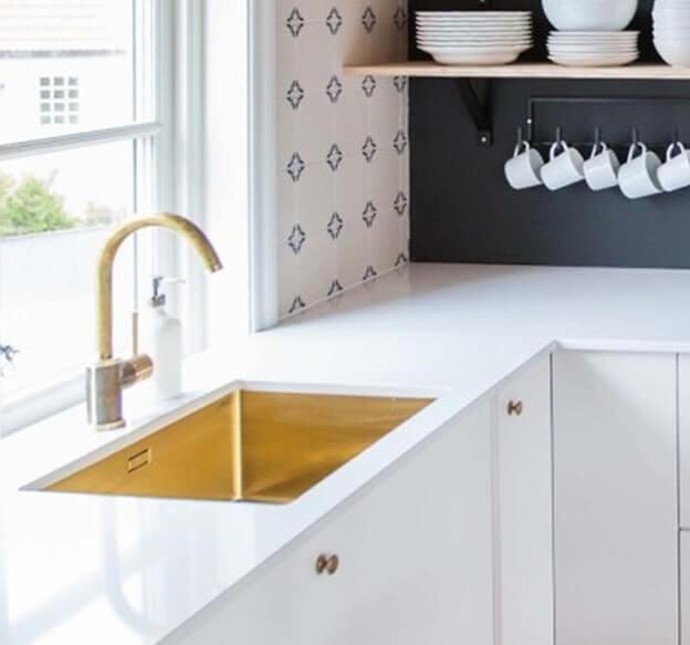 Topnotch Messing i bad og køkken | Se produkter fra den smukke trend her YD48