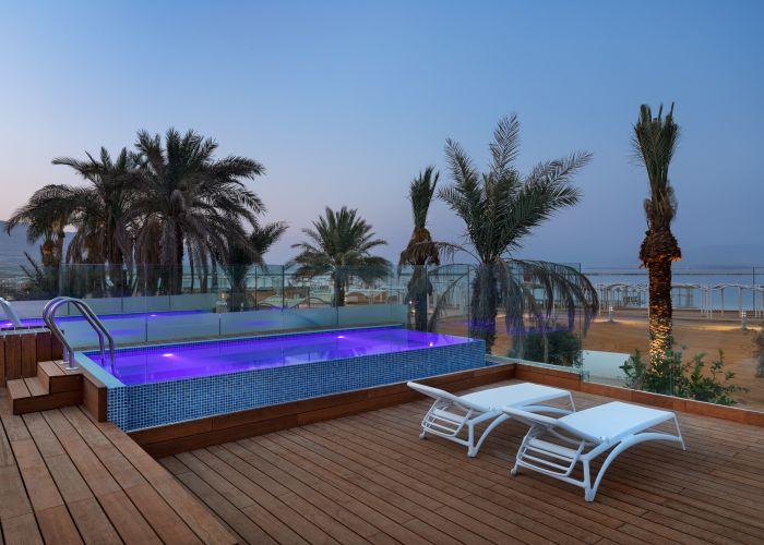 חדר פרימיום עם בריכה נוף לים