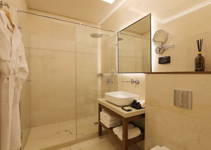 חדר אמבט במלון