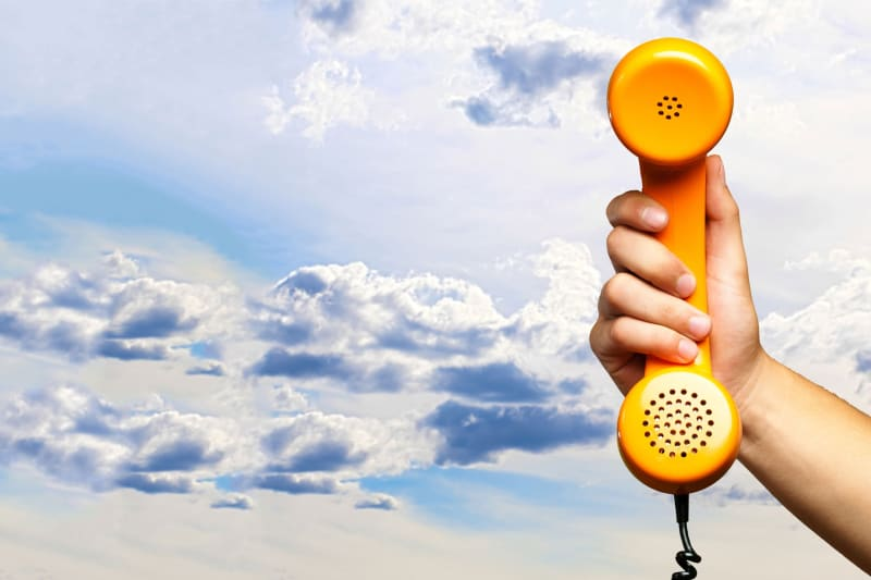 Glück & Kanja telefoniert aus der Cloud