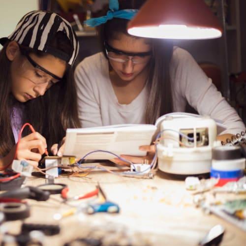 Glück & Kanja Luft schnuppern beim MINT Girls Camp