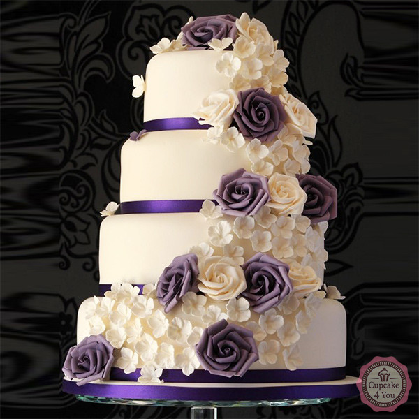 Hochzeitstorte vierstöckig - Blumen lila, champagner ...