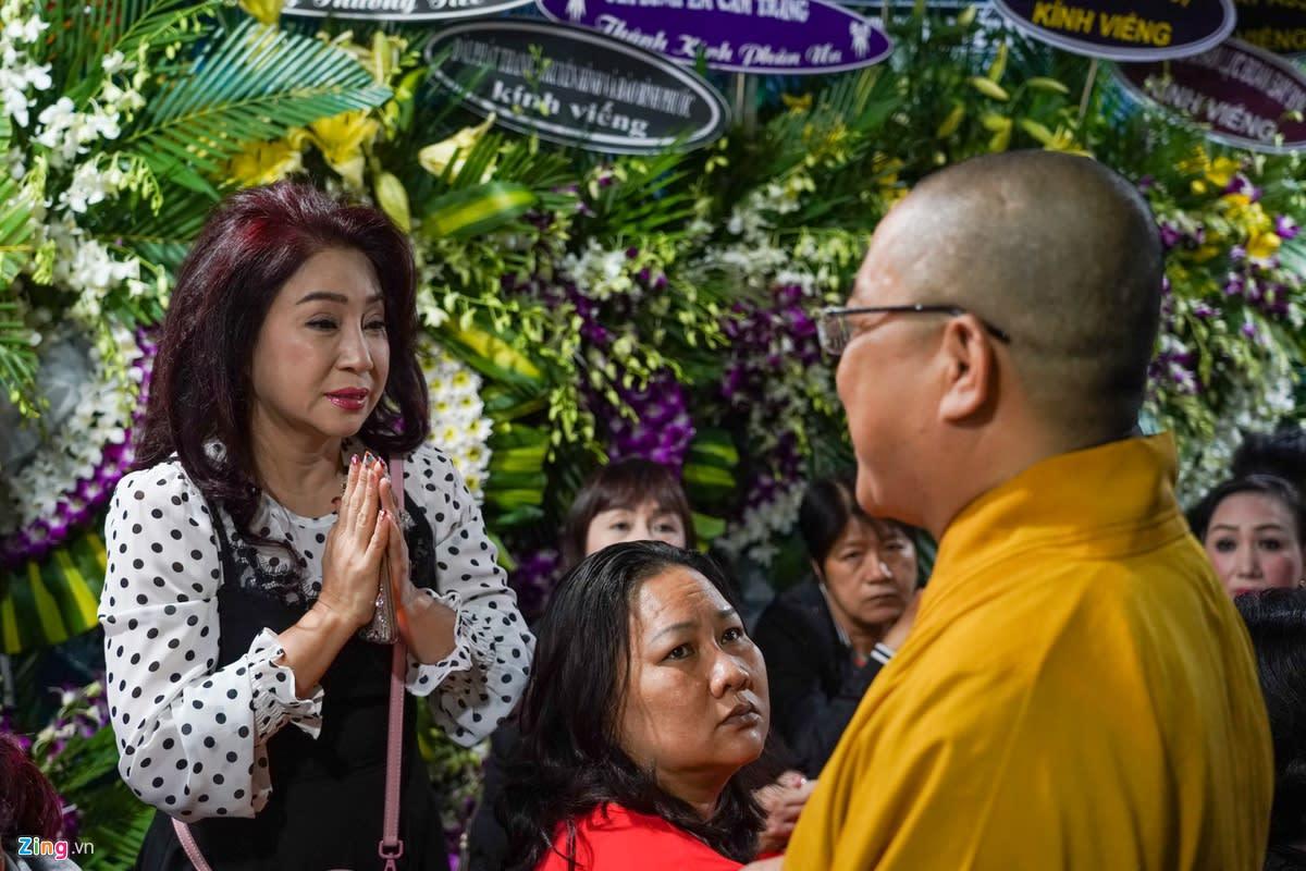 Thoại Mỹ, Tấn Beo và nhiều nghệ sĩ cải lương đến viếng NSƯT Chiêu Hùng