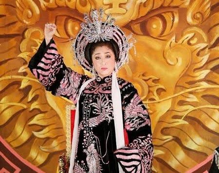 Thoại Mỹ trong hình tượng Thái hậu Dương Vân Nga - một trong những vai diễn để đời của chị