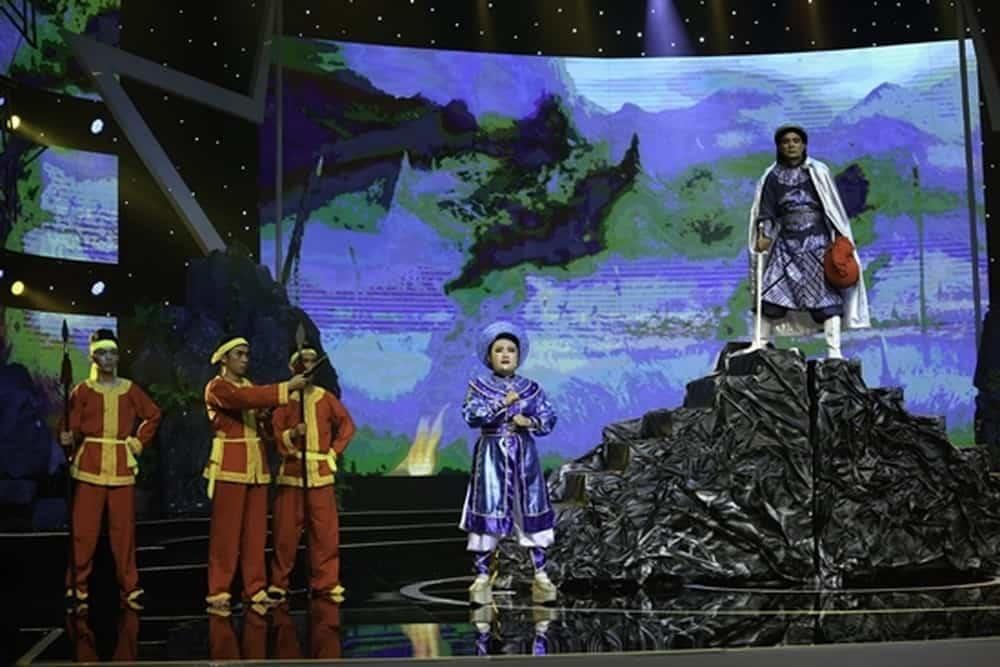 """Trong đêm thi Bán kết 2 của """"Sao nối ngôi"""" tập 11 với chủ đề """"Chắp cánh"""", những nghệ sĩ đi trước cùng những đồng nghiệp sẽ đến và giúp các thí sinh tỏa sáng trên sân khấu."""