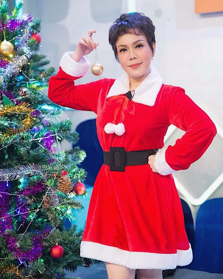 NSND Ngọc Giàu, NS Mạc Can, Việt Hương mang niềm vui san sẻ trong mùa Giáng sinh - Ảnh 5