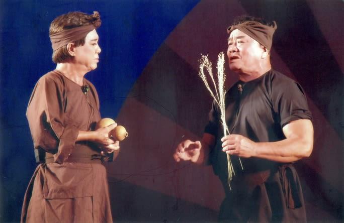 NSƯT Thanh Sang và Thanh Tú trong vở Bên cầu dệt lụa với hai vai diễn bất hủ - Trần Minh - Nhuận Điền trên sân khấu đoàn cải lương Thanh Minh Thanh Nga