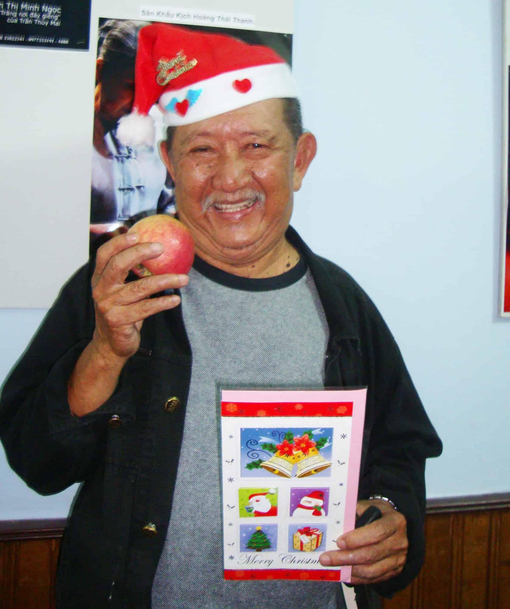 NSND Ngọc Giàu, NS Mạc Can, Việt Hương mang niềm vui san sẻ trong mùa Giáng sinh - Ảnh 6