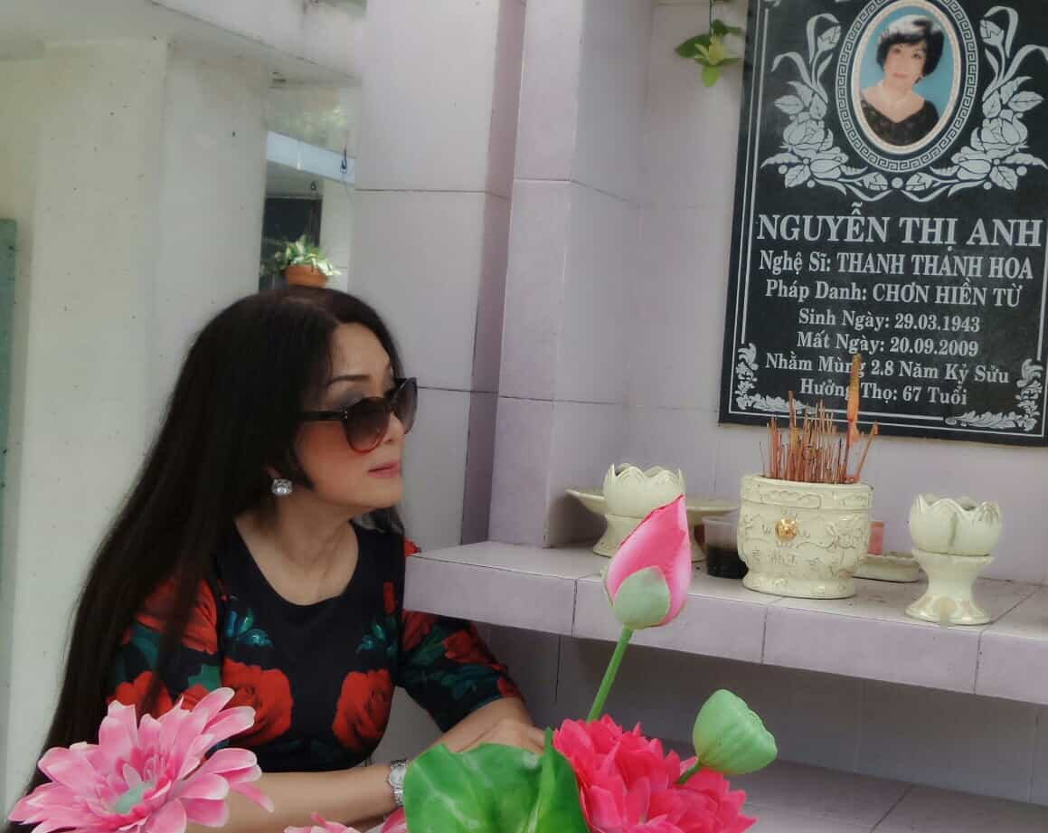 Viếng mộ cố nghệ sĩ Thanh Thanh Hoa - cô đào tài sắc vẹn toàn