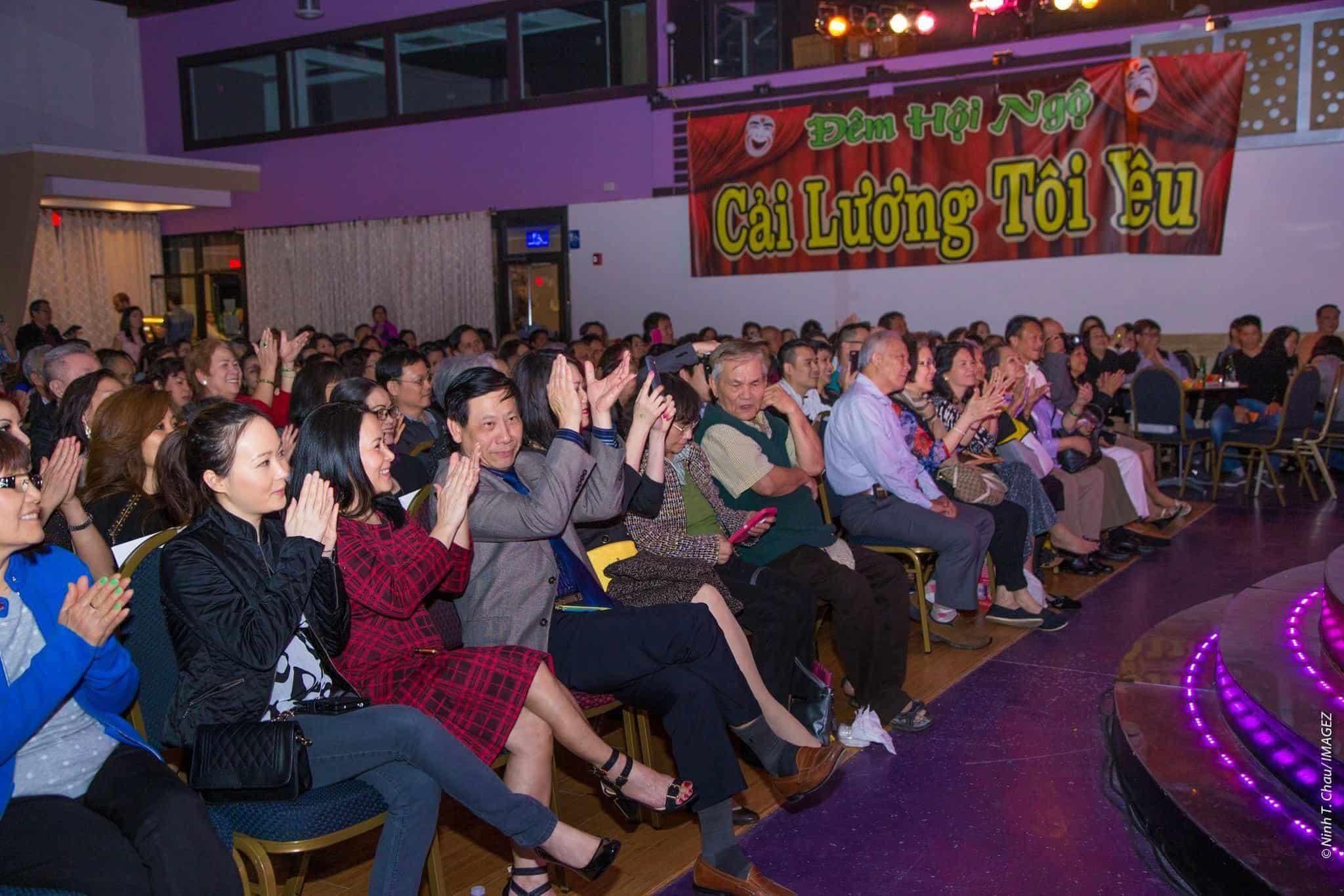 """Đông đảo khán giả tại Atlanta đến xem chương trình """"Cải lương tôi yêu"""" do Lê Đạt, Hồng Vân và Bảo Châu tổ chức"""