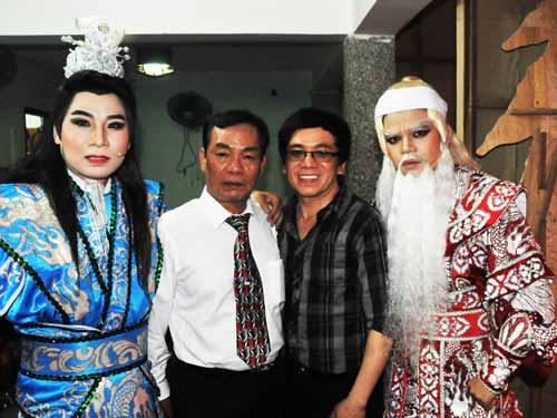 Khánh Sang, NSND Thanh Hải, đạo diễn Thanh Lựu và NS Hoàng Hải trong hậu trường vòng chung kết giải thưởng Trần Hữu Trang lần thứ 12.