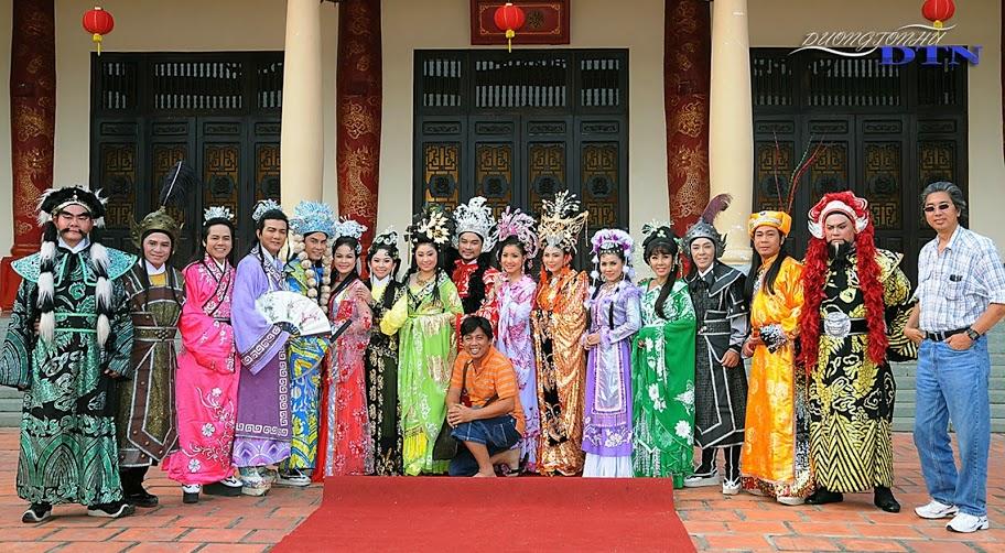 Đoàn làm phim Tần Chiêu Đế đại chiến ngũ hồ. Ảnh: Đại Nam Production