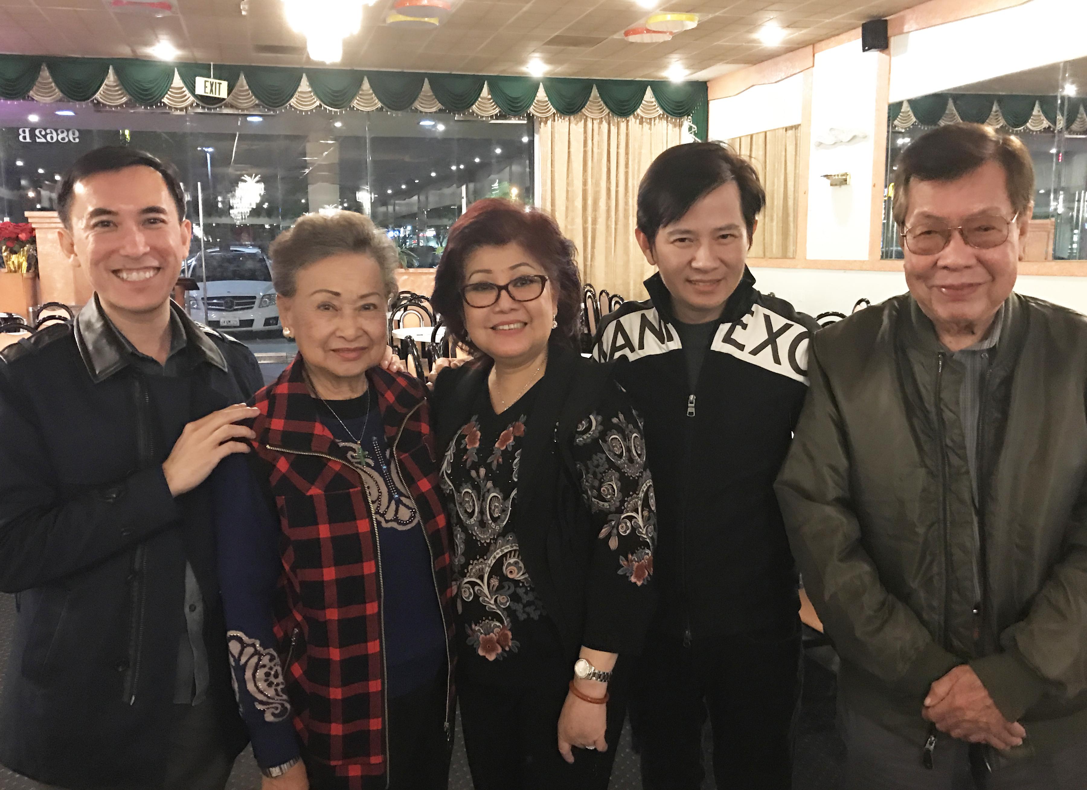 Soạn giả Yên Lang và gia đình NS Phượng Liên, Việt Hải tại Mỹ