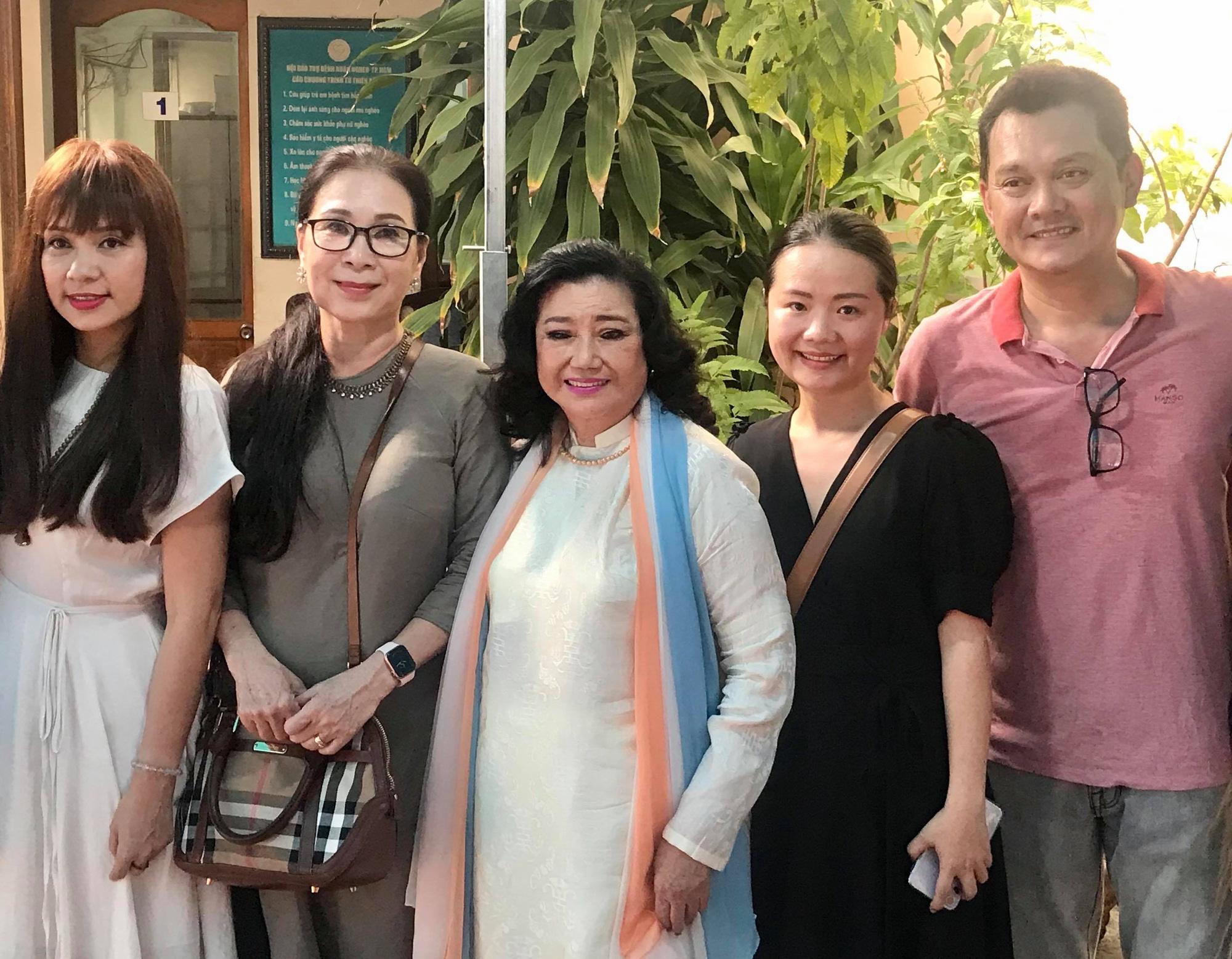 NSND Kim Cương dù bệnh vẫn trao quà Tết Nghệ sĩ tri âm - Ảnh 3.