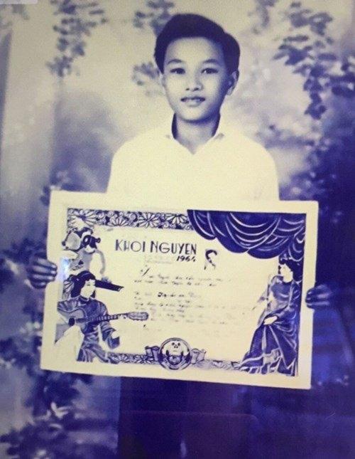 Minh Vương đạt giải Khôi nguyên vọng cổ ở tuổi 14.