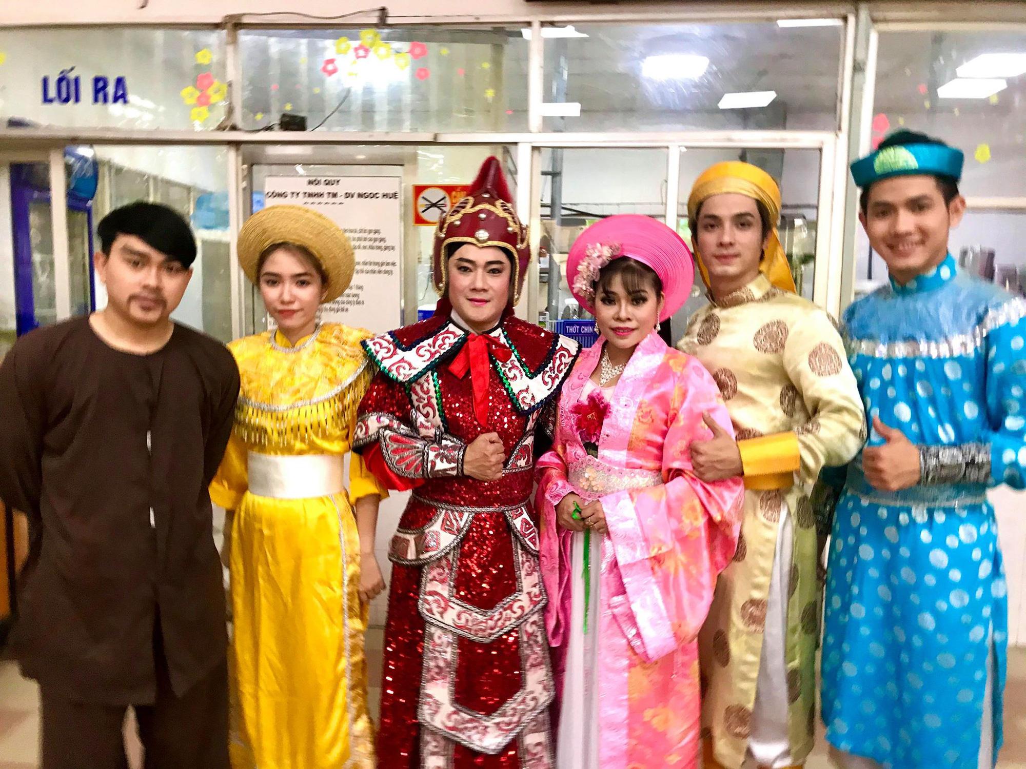 Suất diễn cuối năm đầy xúc động của NS Bình Tinh, Phạm Huyền Trâm - Ảnh 5.