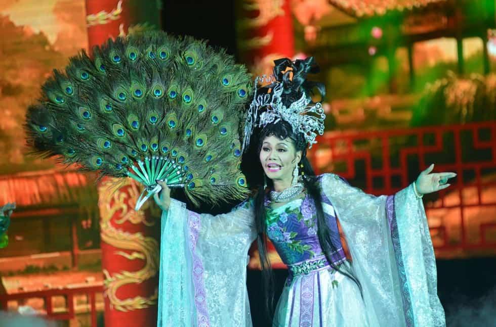 """Sao Việt ở hải ngoại: """"Nàng Phi Giao"""" êm ấm ở quê người"""
