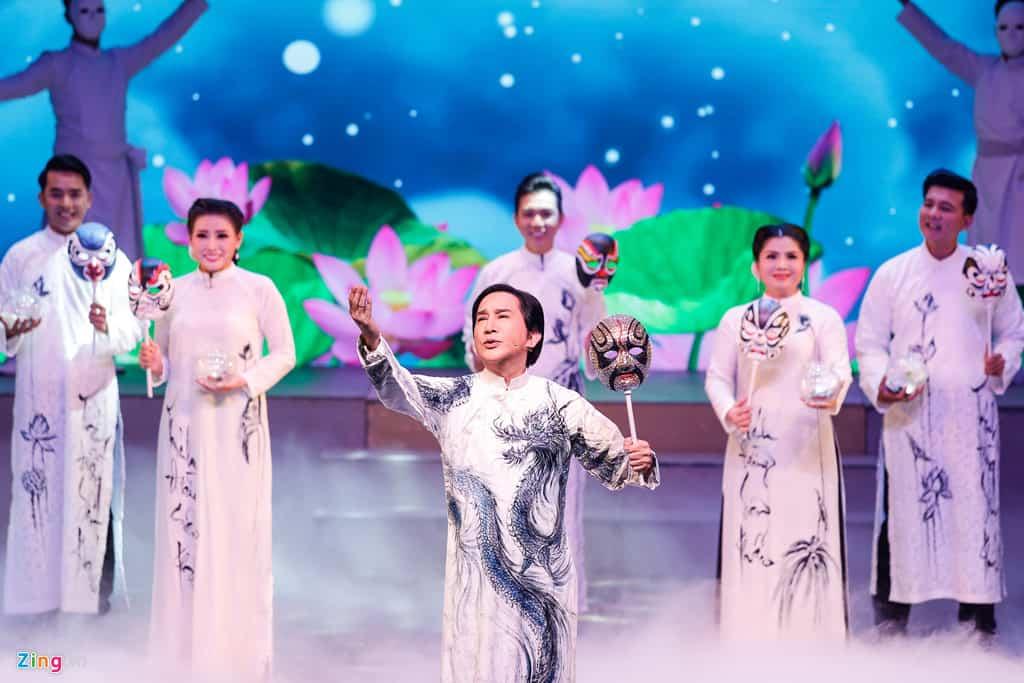Lễ cưới ngập nước mắt của Kim Tử Long và Ngọc Huyền trên sân khấu