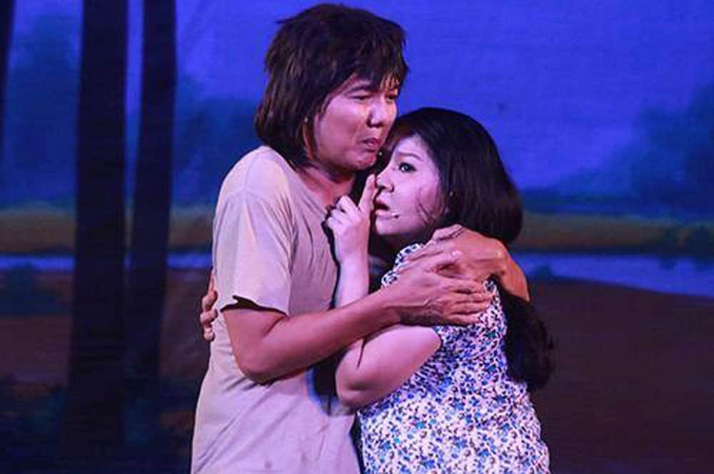 """Cảnh trong vở cải lương """"Hồn ma báo oán"""" của Nhà hát Cải lương Trần Hữu Trang"""